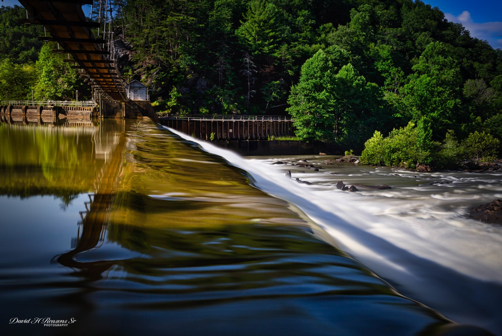 Completed in 1913, it is connected to the Ocoee Powerhouse via a 5 mile long wooden flume.