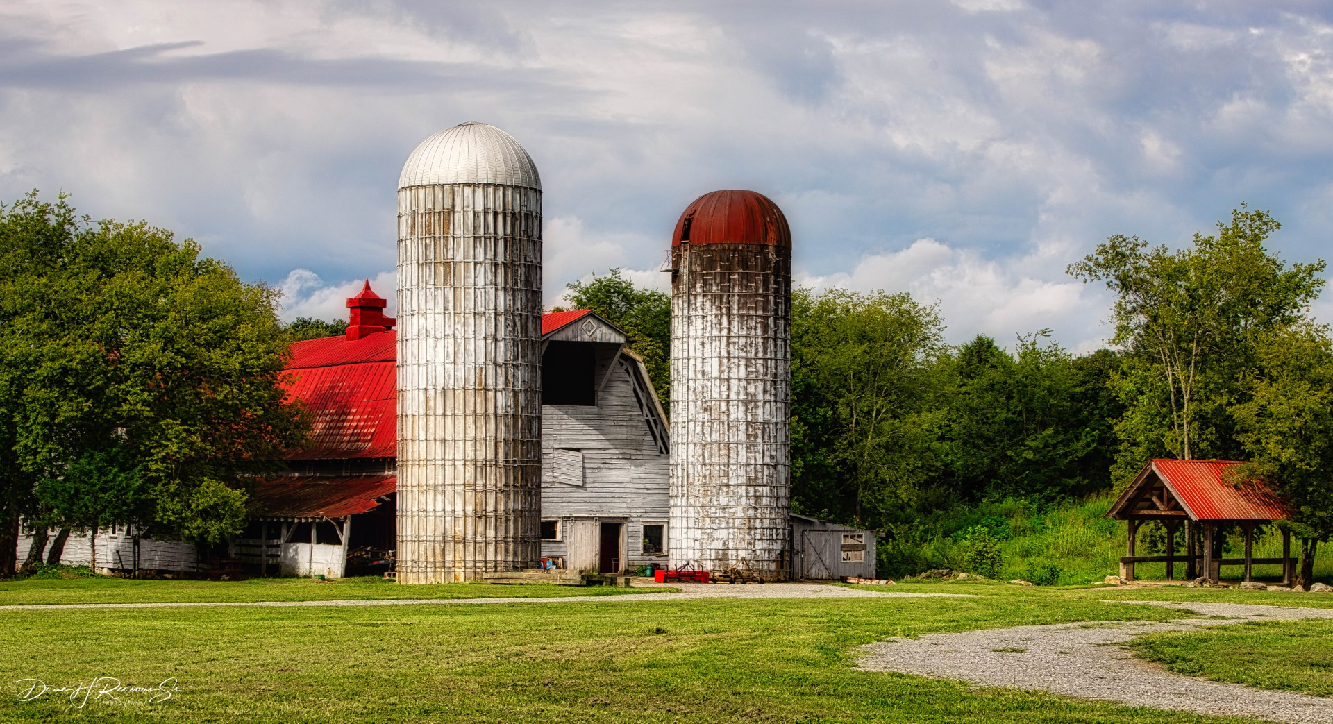 Dairy Barn & silos at Dunlop Farms on US-11